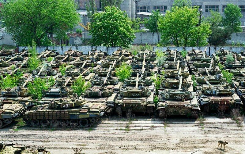 Потрясающие фотографии заброшенного бронетанкового завода в Харькове