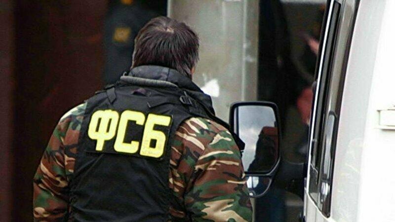 У здания ФСБ неизвестный открыл стрельбу из автомата