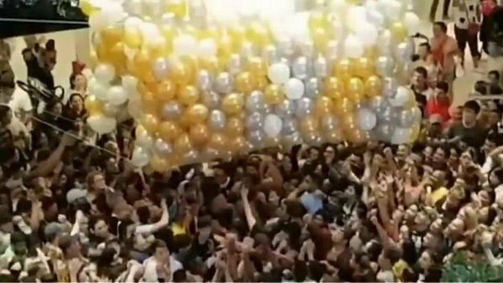 В торговом центре произошла давка из-за шаров с подарочными картами