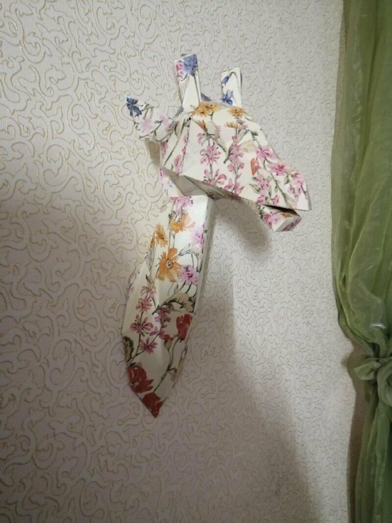 Оформление стены в квартире бумажными моделями