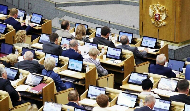 В Госдуме предложили сравнять зарплату депутатов со средней по России