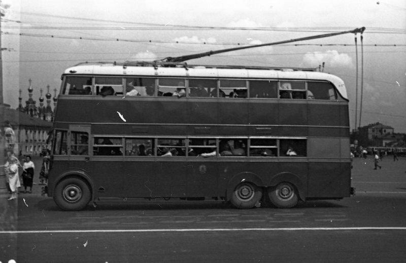 """Doubledecker с """"рогами"""". Двухэтажный троллейбус ЯТБ-3 на улицах Москвы; ~ 1938-1939-й гг"""