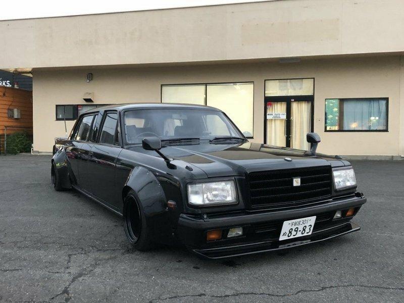 Японские тюнеры экстремально доработали редкий лимузин Toyota Century