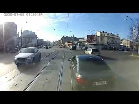 Трамвай и БМВ. Авария дня неизбежна!