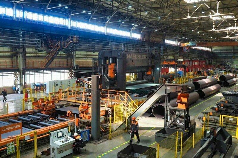 На экскурсии в Подмосковье можно посетить завод и увидеть металлургов