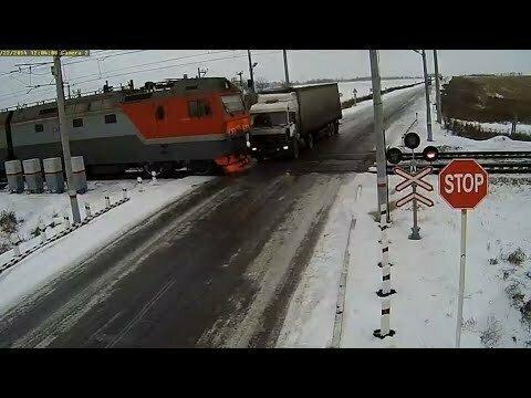 Подборка аварий на железнодорожных переездах