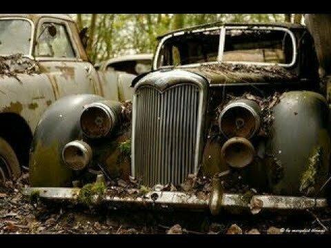 Несколько старых авто в Центре Питера