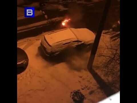 В Тульской области подростки подожгли припаркованный автомобиль