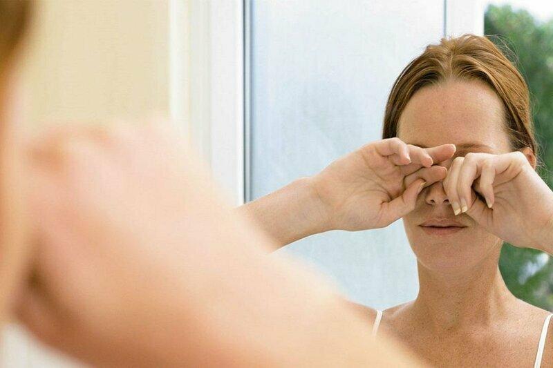 Причины утреннего зуда и жжения глаз у женщин и мужчин
