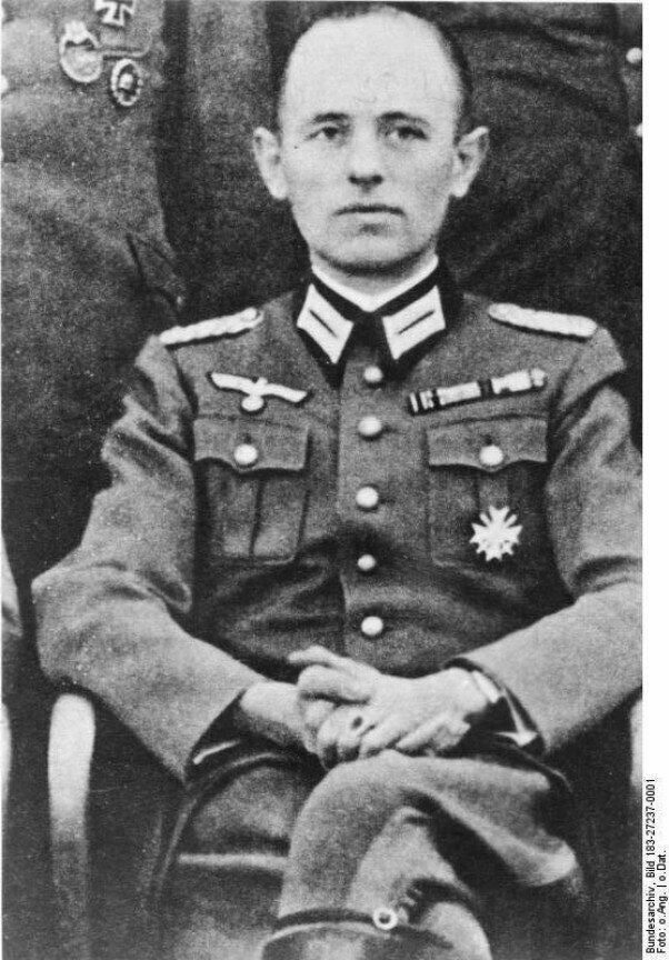 ЦРУ рассекретило документы о Бандере и его работе на Гитлера