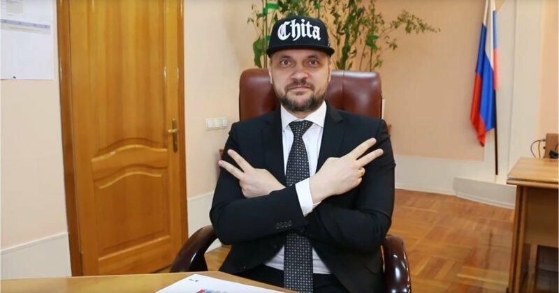 Российский губернатор зачитал поздравительный рэп для студентов