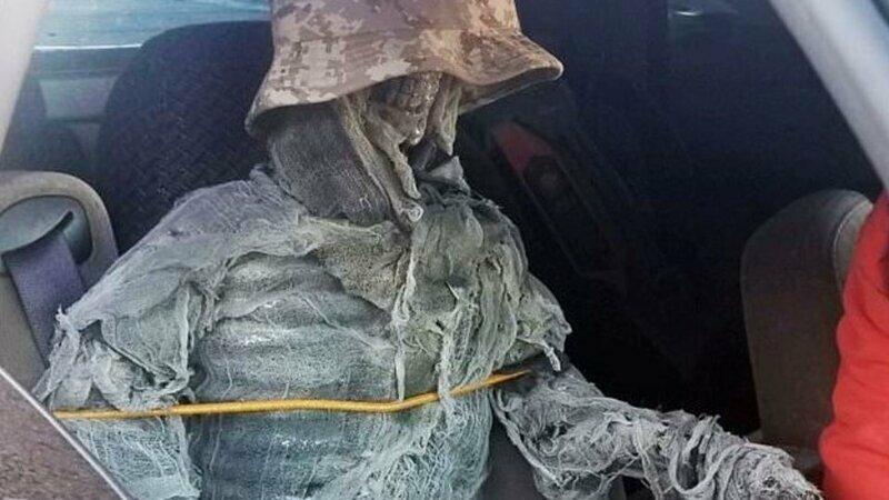 Американец возил с собой скелет, чтобы не платить штрафов и ездить по «выделенке»