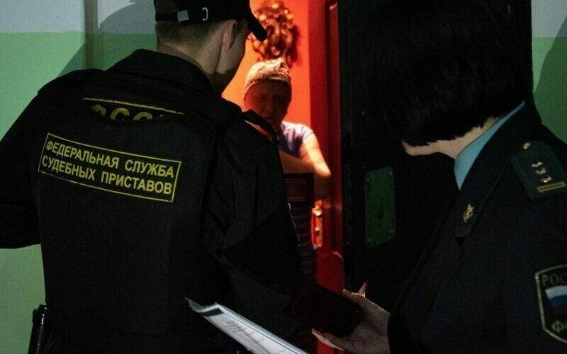 Чтобы не платить алименты, креативный россиянин сменил пол и залёг на дно