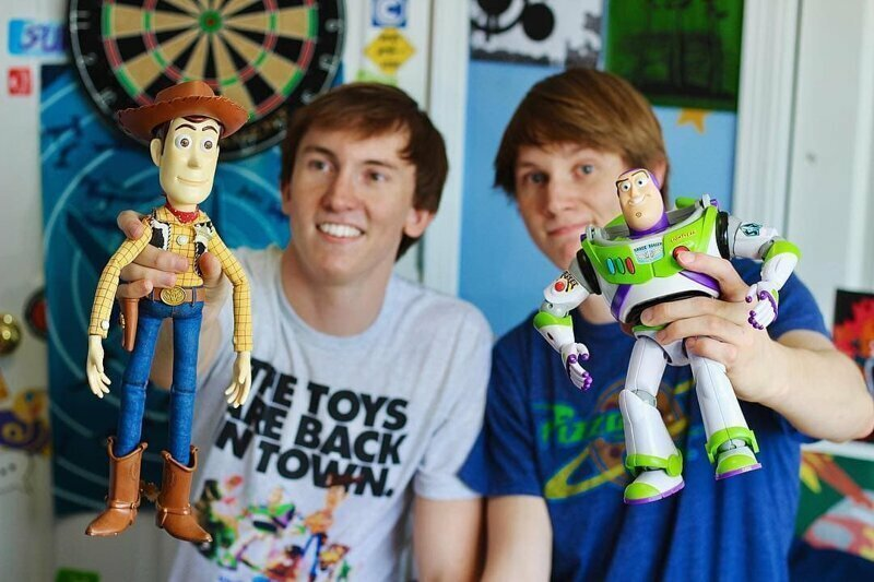 Два брата воссоздали комнату Энди из «Истории игрушек 3» и сняли ремейк