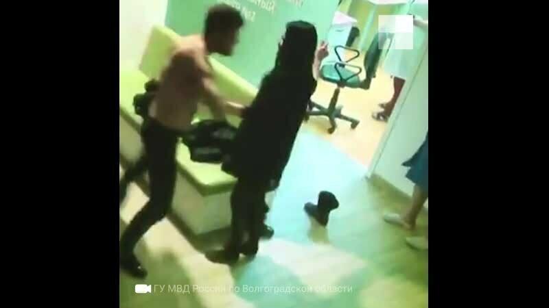 Житель (не местный) Волгограда приехал за беременной женой в больницу и избил врача и медсестру