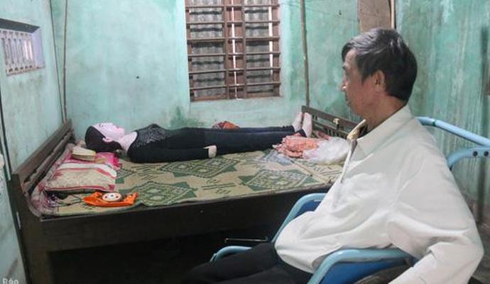 Мужчина делит постель с останками своей жены