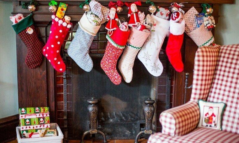 Волшебный носочек: чем объясняется необычный выбор места для подарков от Санты?