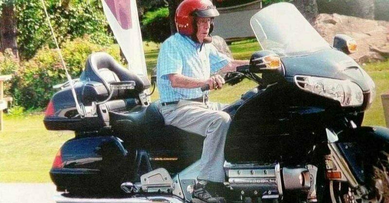 Жизнь в пути: по дорогам Канады колесит столетний байкер «Булочка»