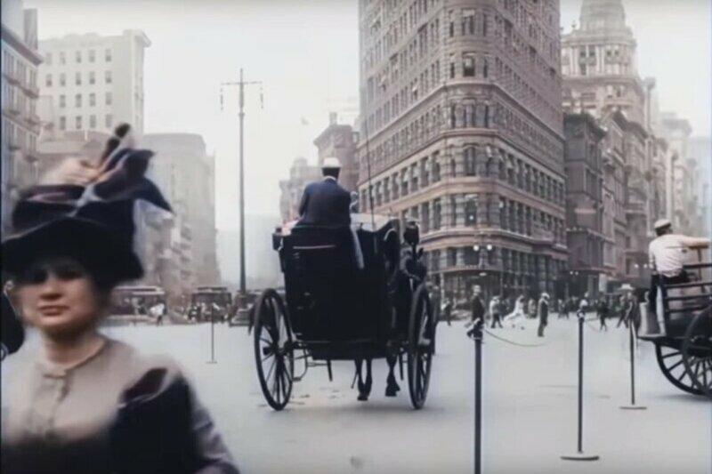 Нейросеть раскрасила и улучшила черно-белое видео 1911 года