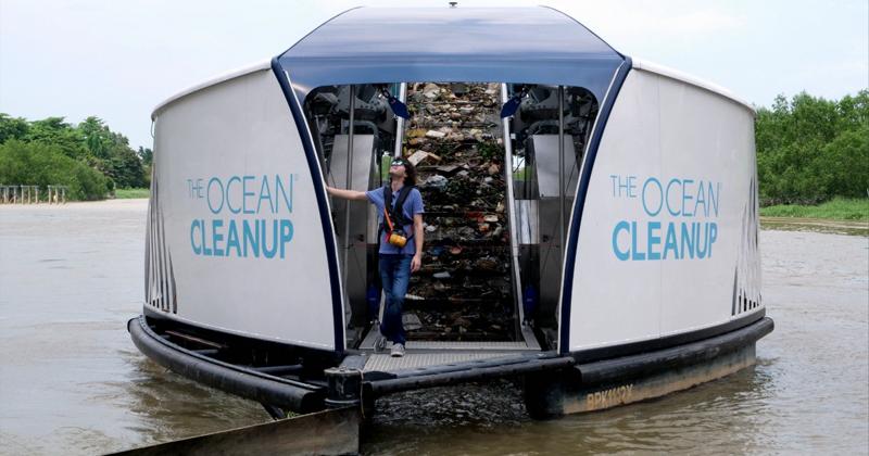 Боян Слат запустил баржи на солнечной энергии для очистки рек