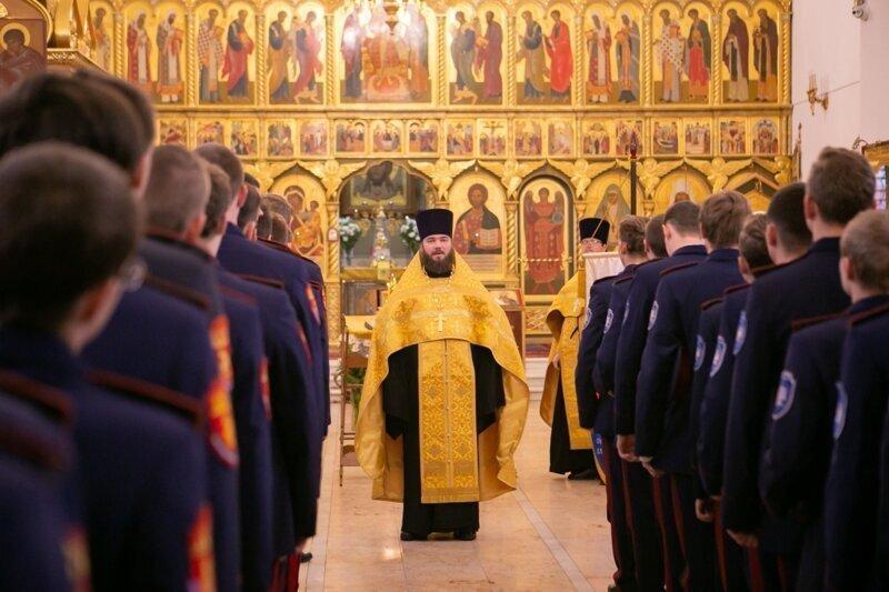 Запрет российским казакам целовать кресты и иконы в храмах объяснили коронавирусом