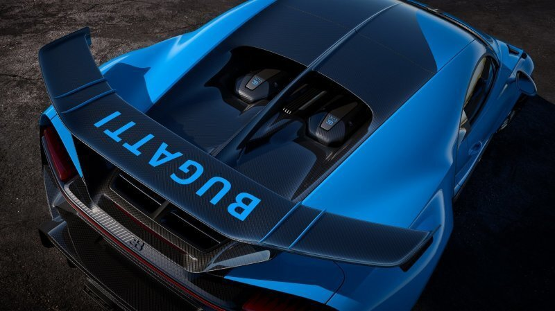 Bugatti Chiron Pur Sport с огромным антикрылом за 3.6 миллиона долларов