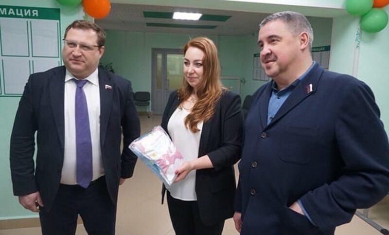 Архангельский депутат-единоросс отчитался о посещении роддома, которого нет