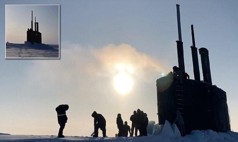 Уникальное зрелище: ядерная подлодка штурмует льды