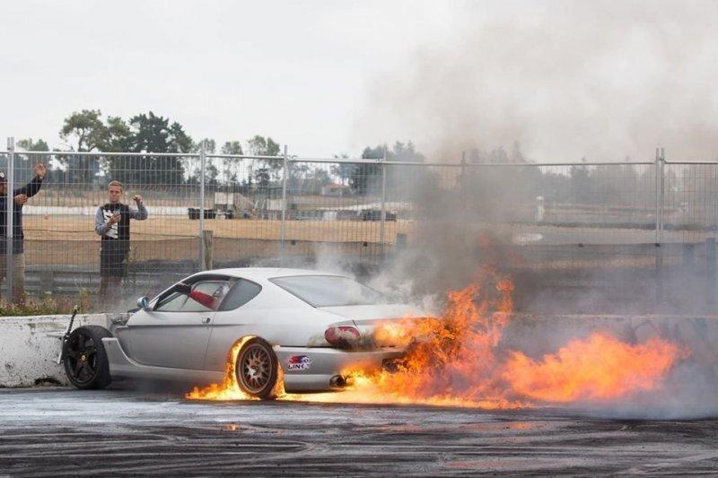 Парень из Новой Зеландии превратил Ferrari в гоночный корч с роторно-поршневым двигателем