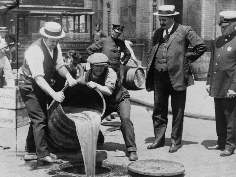 В аптеку за виски. Как американские врачи спасали любителей выпить в годы сухого закона
