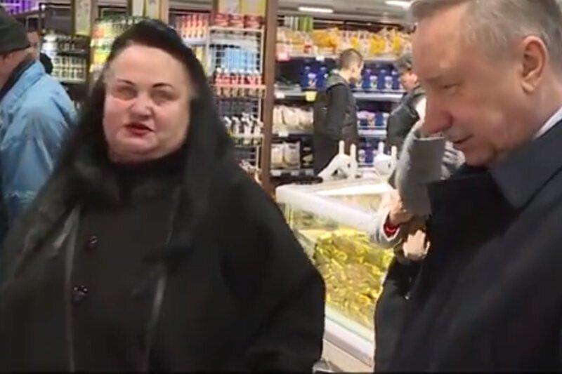 """Губернатор Петербурга поговорил о дефиците со """"случайной"""" покупательницей, оказавшейся актрисой"""