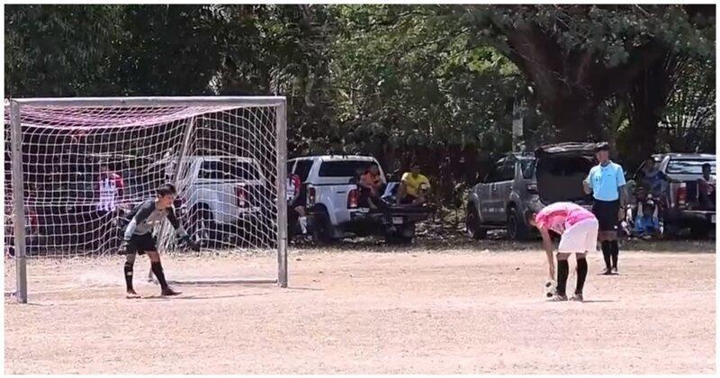 Футболист не рассчитал удар и получил мячом по лицу