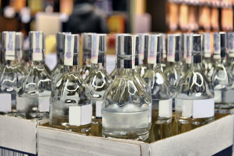 Польские власти пустят почти полтонны конфискованной водки на борьбу с коронавирусом