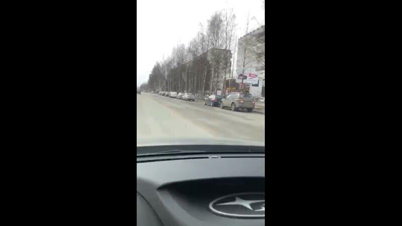 Батюшка на авто борется с короновирусом в Сыктывкаре