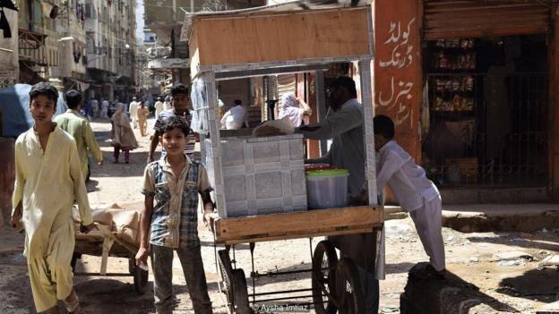 Мусульманский закон щедрости помогает Пакистану сражаться с коронавирусом