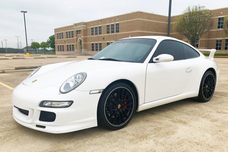 Porsche 911 Carrera S Centro с центральным расположением сиденья водителя
