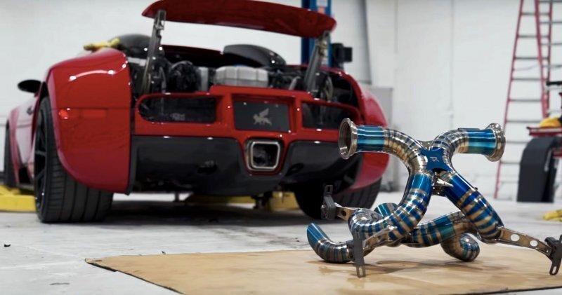 Bugatti Veyron, с новой титановой выхлопной системой, звучит очень громко