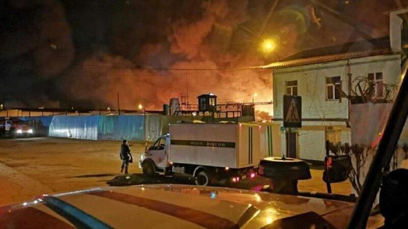 В иркутской колонии произошел бунт и сильный пожар, сгорели восемь зданий