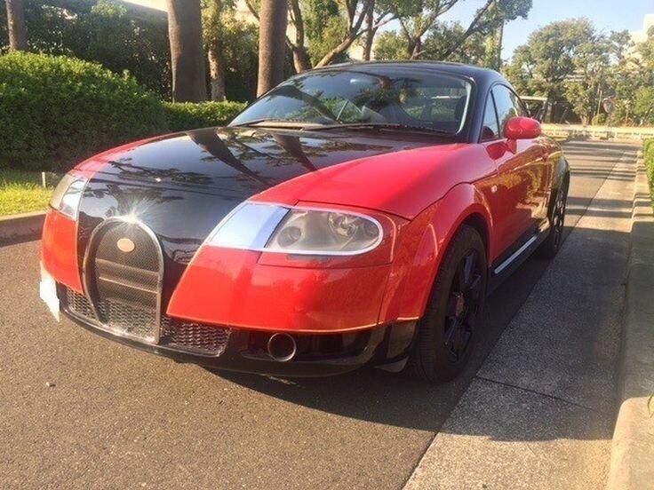 Не очень удачная копия Bugatti Veyron созданная из Audi TT