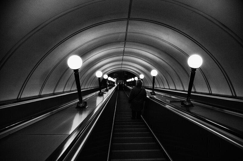 «Пробки» из людей в метро, пробки на въезде в Москву: Москва на пропускном режиме