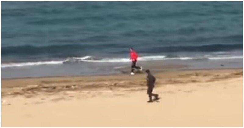 Итальянский полицейский против любителя пробежек во время карантина