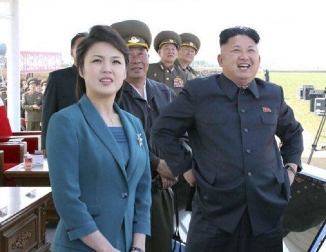 На неделе мировые СМИ озаботились здоровьем известного своей стильностью Ким Чен Ына. Ын на работе