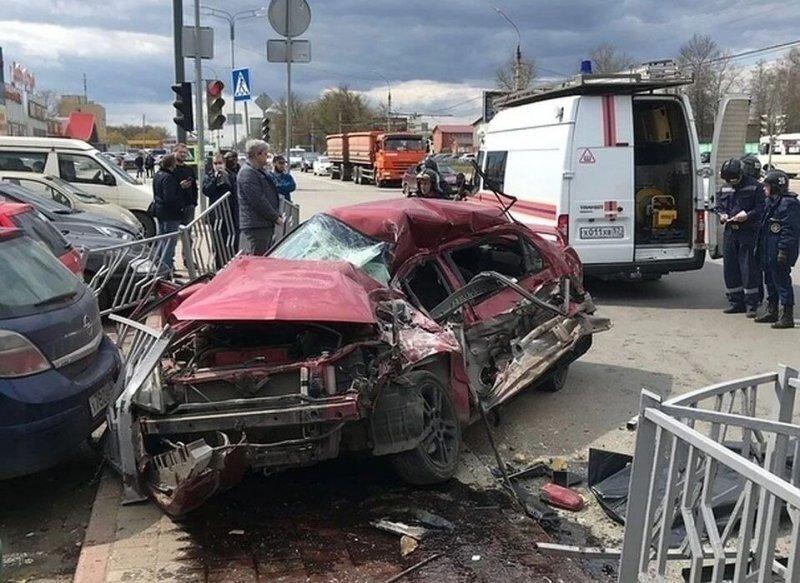 Авария дня. В Орле водитель Mitsubishi погиб после столкновения с маршруткой
