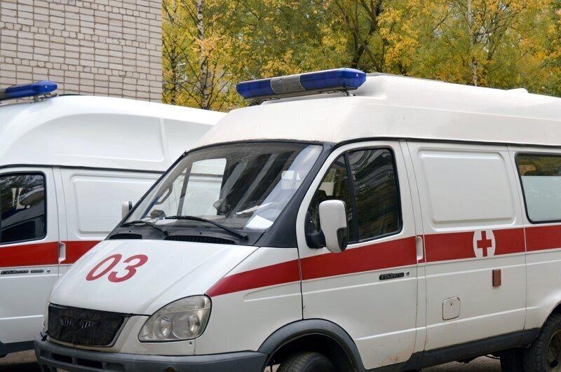 Очереди из «скорых» с больными коронавирусом появились и в Петербурге (видео)