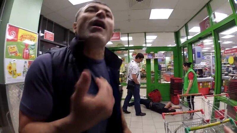 Будни самоизоляции: в столичном супермаркете отъели ухо москвичу