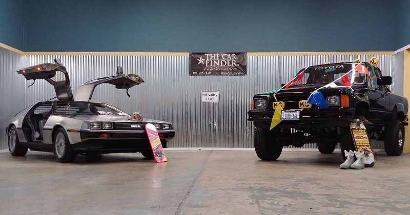 Комплект из фильма «Назад в будущее»: на аукцион выставили автомобили главных героев