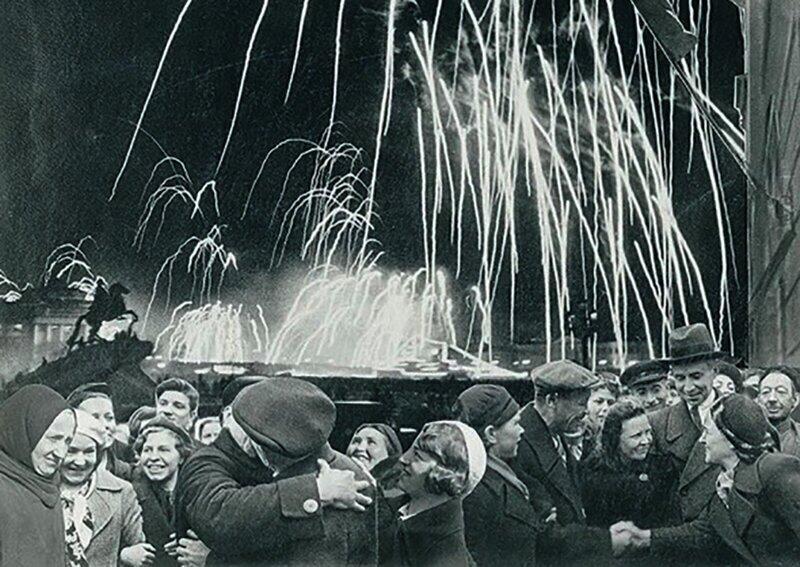 Исторические фото празднования первого Дня Победы