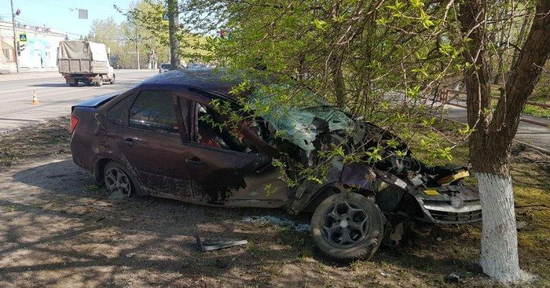 Авария дня. В Каменске-Уральском водитель врезался в электроопору