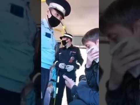 В Татарстане мужчину без маски вывели из автобуса и заковали в наручники