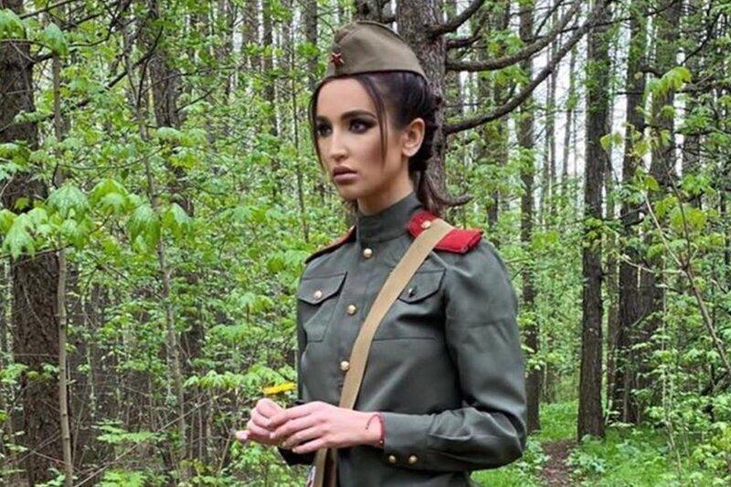 """""""Уж святое не трогала бы!"""": в Сети осудили Бузову, устроившую фотосессию в военной форме"""